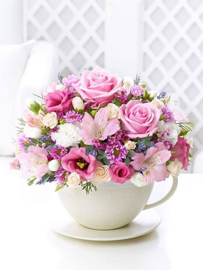 Поздравление с букетом цветов