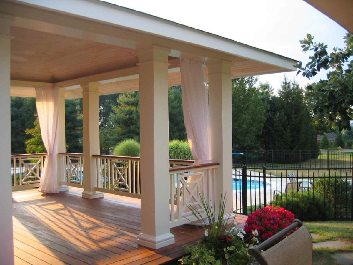 Балкон, веранда, патио в цветах: светло-серый, белый, коричневый, бежевый. Балкон, веранда, патио в стилях: американский стиль.