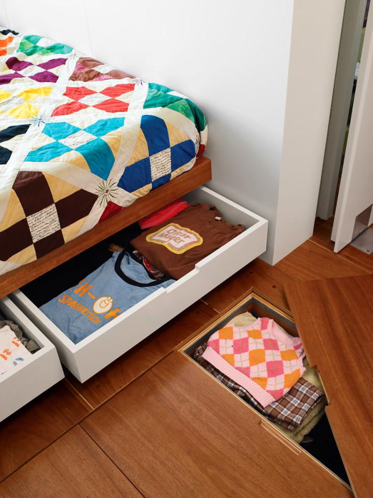 Мебель и предметы интерьера в цветах: серый, светло-серый, бордовый, темно-коричневый, коричневый. Мебель и предметы интерьера в стиле минимализм.