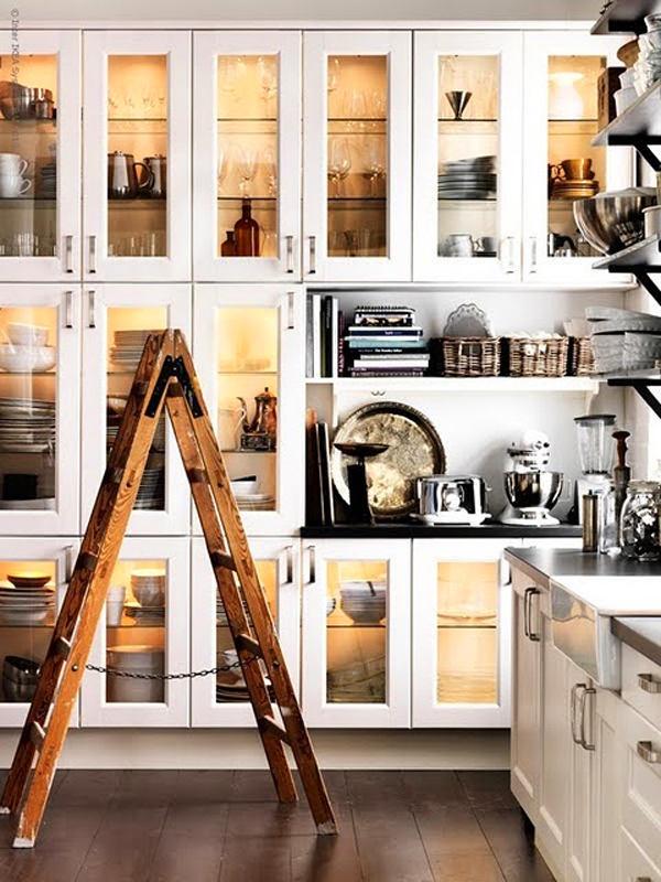 Кухня в цветах: светло-серый, белый, коричневый, бежевый. Кухня в стиле минимализм.