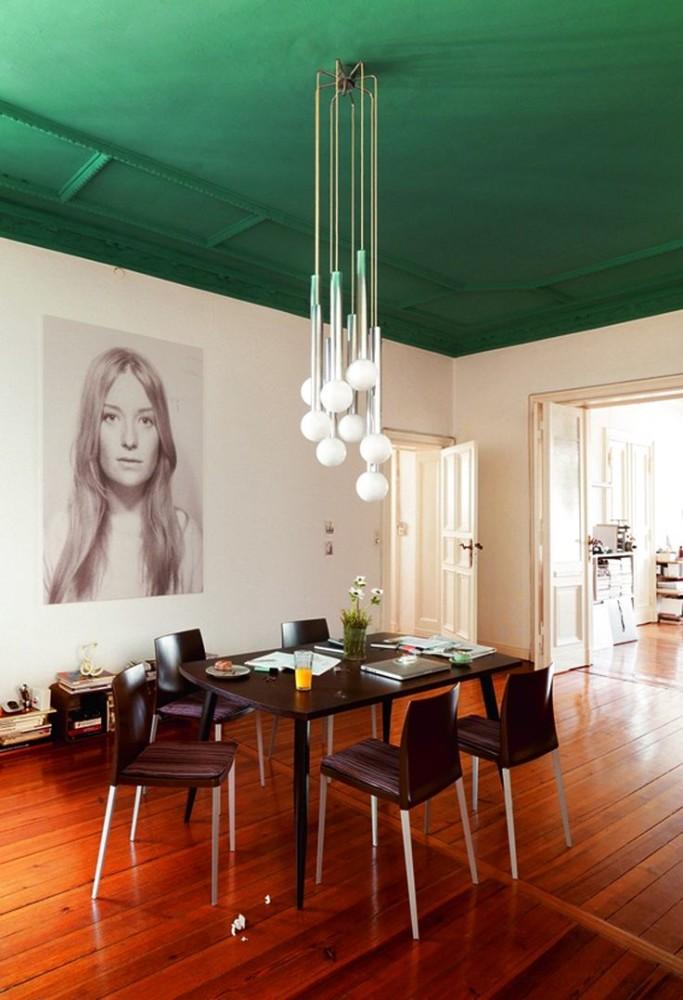 Зеленый потолок в интерьере фото
