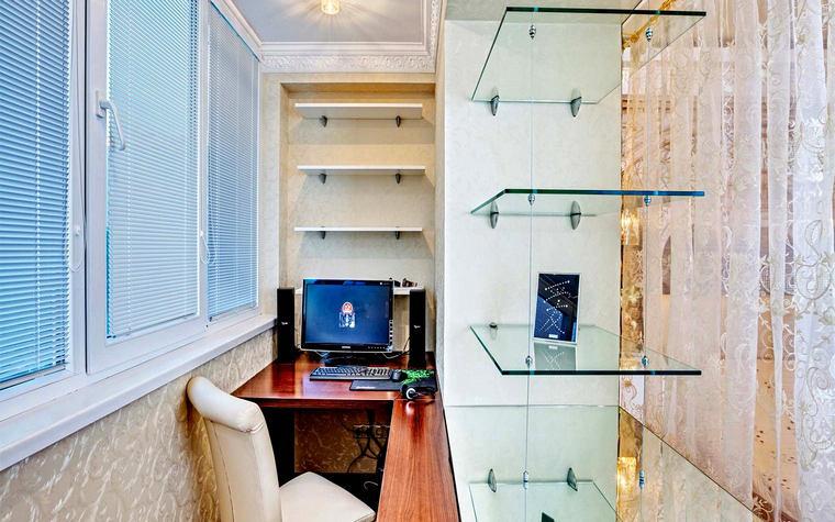 Балкон, веранда, патио в цветах: голубой, серый, светло-серый, белый. Балкон, веранда, патио в стиле минимализм.