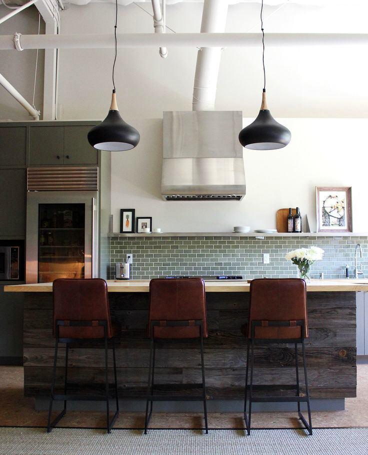 Кухня в цветах: черный, серый, светло-серый, белый, темно-коричневый. Кухня в стиле лофт.