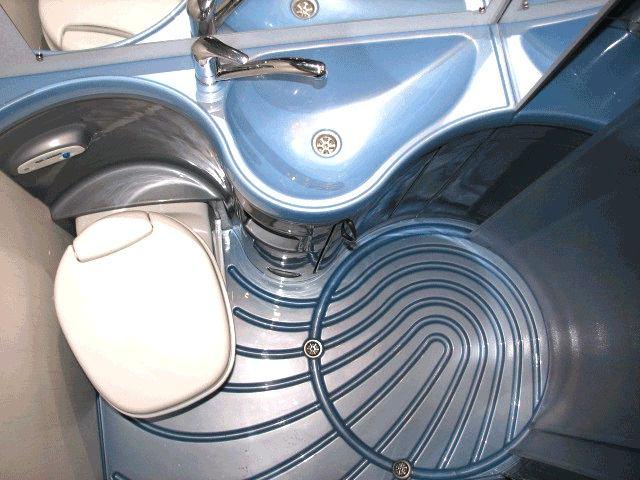 Туалет в цветах: серый, светло-серый, белый. Туалет в .