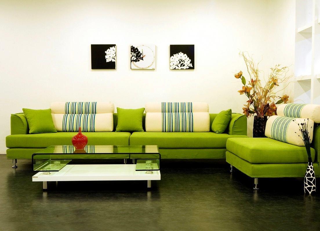Фисташковый диван в интерьере фото