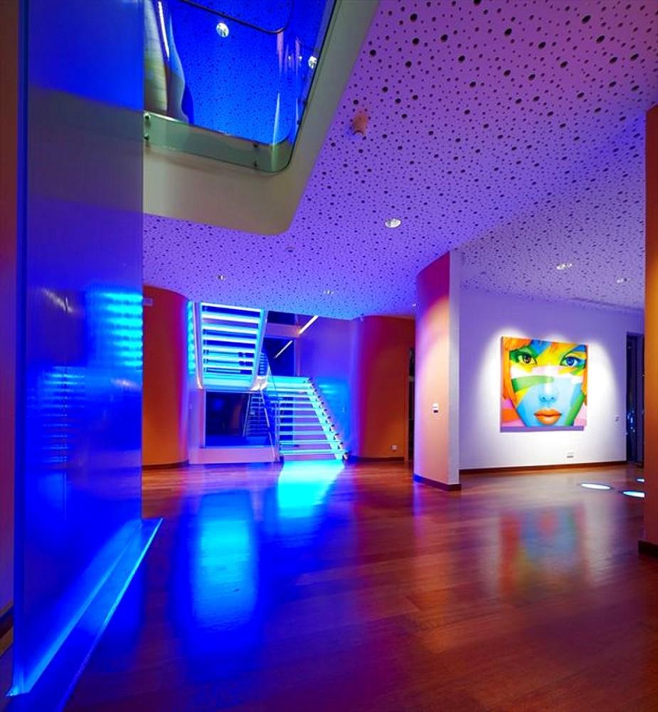 Гостиная, холл в цветах: бирюзовый, фиолетовый, серый, сиреневый. Гостиная, холл в стиле эклектика.