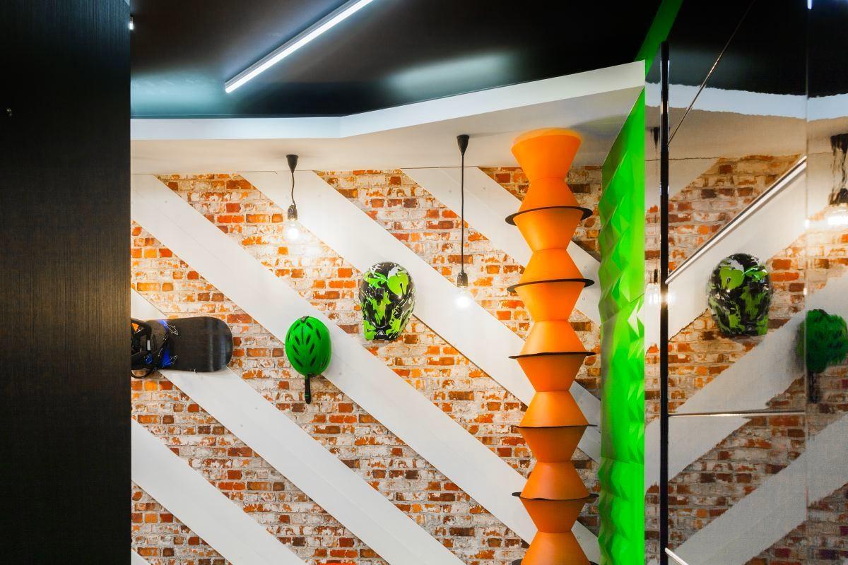 Декор в цветах: желтый, серый, светло-серый, бежевый. Декор в стиле поп-арт.
