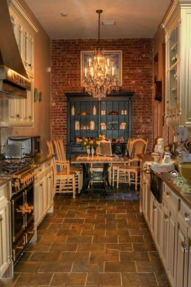 Кухня в цветах: темно-коричневый, коричневый, бежевый. Кухня в стиле лофт.