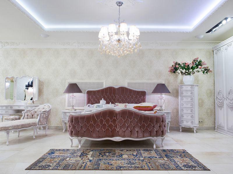 Спальня в цветах: серый, белый, темно-коричневый, коричневый. Спальня в стиле классика.