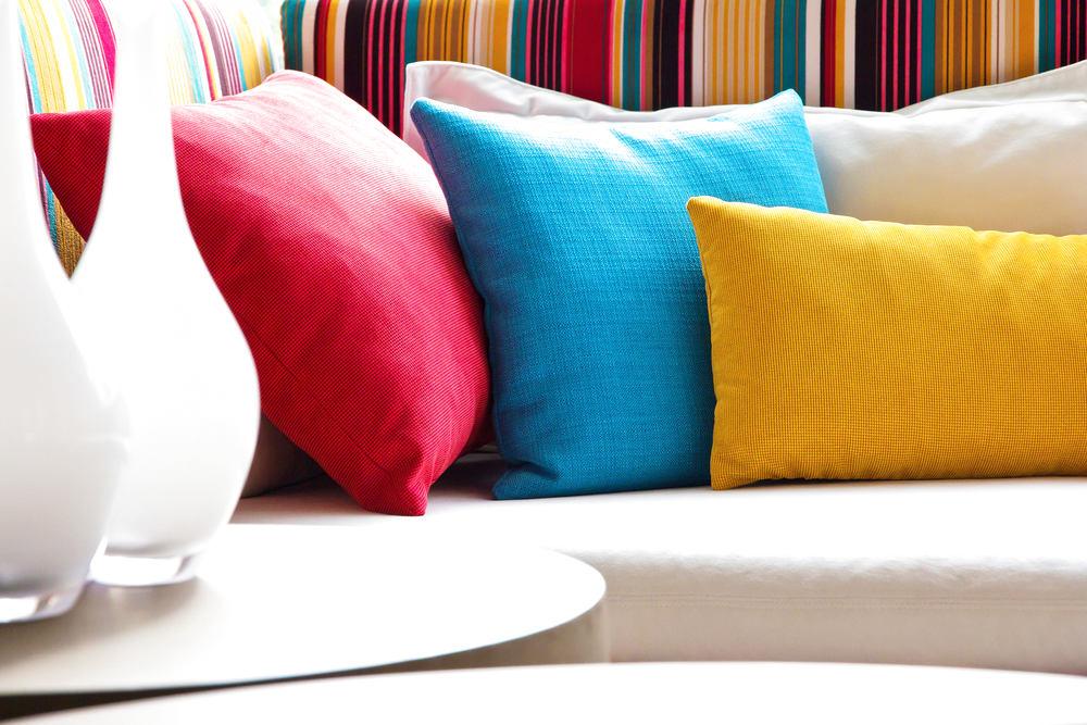 Мебель и предметы интерьера в цветах: бирюзовый, светло-серый, бордовый, бежевый. Мебель и предметы интерьера в стилях: скандинавский стиль.